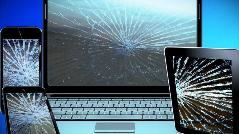 壊れたパソコンのイメージ